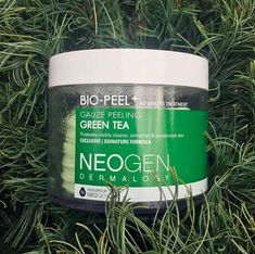 Green tea peeling pads intended to exfoliate, refresh, and revitalize your skin, while also putting up a HUGE stop sign in the face of cystic acne. *sips tea* #CoffeeFaceScrub Cystic Acne Treatment, Back Acne Treatment, Natural Acne Treatment, Acne Treatments, Acne Remedies, Natural Remedies, Coffee Face Scrub, Acne Control