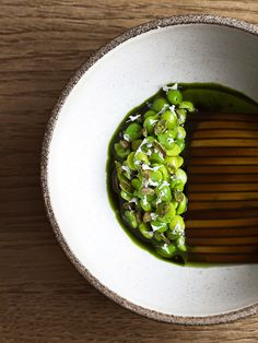 Noma, Copenhagen, Denmark - Peas tossed with cooked, sliced seaweed by Chef René Redzepi Food Photography Styling, Food Styling, Sea Weed Recipes, Everyday Food, Food Presentation, Food Plating, Creative Food, Food Design, Fine Dining