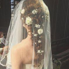 * * オススメ ♡ weddinghair * * 編み編みアレンジに 生花とコットンパールを 飾り付け * * #ヘアアレンジ #ウェディング #浜松市 #マリhair