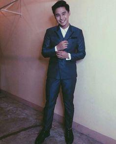 Thank you po sa mga nag ayos po sa akin ;) Styled by : @markranque12 Suit by : @bingcristobal2015 Grooming by : @manuelmajarucon #48thboxofficeentertainmentawards #styledbymarkranque Group Dance, Pinoy, Dancer, Bands, Actors, Instagram Posts, Model, Fashion, Moda