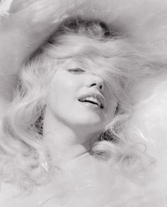 Marilyn Monroe by Jack Cardiff Jack Cardiff Hollywood Glamour, Classic Hollywood, Cardiff, Divas, Marilyn Monroe Fotos, Imperfection Is Beauty, Norma Jeane, Showgirls, Looking For Women