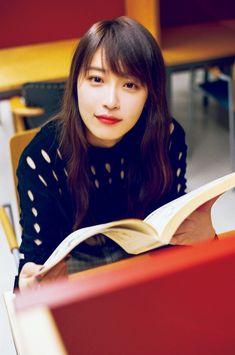 乃木坂46高山一実「今はステージ上の姿を磨きたい」――『トラペジウム』の大ヒット、写真集『独白』の発売、そしてこれから… | ダ・ヴィンチニュース Takayama, Idol, Interview, Asian, Japanese, Poses, Actresses, Hair Styles, Cute