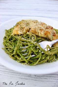 How do you get your family to eat their veggies?  Make this Spinach Pesto Pasta with Chicken!
