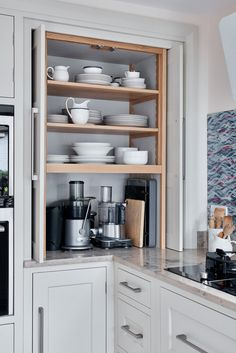 20 Various Kinds Of Section Cupboard Concepts for the Kitchen space- Top corner kitchen cabinet layout for your home Corner Sink Kitchen, Kitchen Cabinet Layout, Diy Kitchen Cabinets, Kitchen Storage, Kitchen Remodeling, Storage Cabinets, Remodeling Ideas, Kitchen Banquette, Corner Pantry