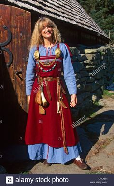 Stock Photo - Viking Women in he Open Air Museum Avaldsnes - Trend Hipster Sil 2019 Norse Clothing, Medieval Clothing, Female Clothing, Viking Garb, Viking Dress, Historical Costume, Historical Clothing, Historical Photos, Images Viking