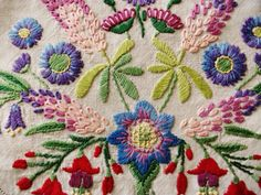 """Vintage Hand Embroidered Linen 41"""" X 40"""" Crewel Work FLORAL BOUQUETS tablecloth   eBay"""