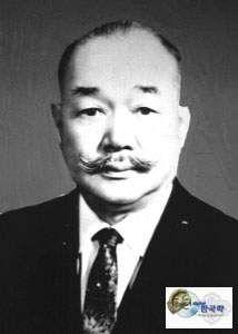 金 錫源(キム・ソグォン)日本陸軍大佐  このどこに差別があるでしょう。日本は彼らを日本人として扱い、名前の選択も自由、陸軍で出世するのに、朝鮮人であることはハンディにはなりませんでした。  どこの植民地の支配国が、被支配国の青年を自国の軍隊に入れて高官に取り立て、指揮を...
