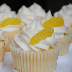 Triple Lemon Cupcakes--Lemon cake... lemon curd filling... lemon cream cheese icing... delicious.