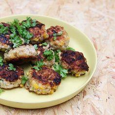 instagram Salmon Burgers, Chicken, Meat, Ethnic Recipes, Food, Instagram, Salmon Patties, Eten, Meals