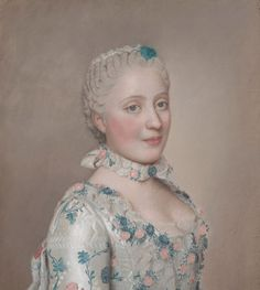 """""""Um 1730 bis 1770 kam das Kropfband auch in der Rokoko-Epoche zum Einsatz"""", sagt Textildesignerin Sandra. """"Zum eckigen oder runden Ausschnitt zeigten die Damen ein hohes Dekolleté und Halsschmuck."""" Gut zu sehen ist dies beispielsweise bei Maria Josepha von Sachsen.  Lese weiter auf der Seite von Bento."""