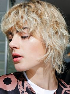 Modern Shag Haircuts In 2020 Modern Shag Haircuts In 2020 30 Super Cute Shag Haircut Ideas for Every Hair Legth Modern Shag Haircut, Short Shaggy Haircuts, Mullet Hairstyle, My Hairstyle, Disfraz Rey Star Wars, Inspo Cheveux, Pam Pam, Candy Hair, Haircut For Older Women