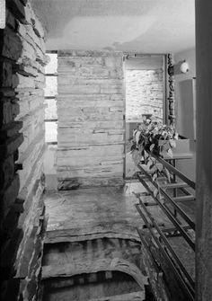 Fallingwater photos: second floor stair landing (black & white), Frank Lloyd Wright, architect Casas De Frank Lloyd Wright, Frank Lloyd Wright Buildings, Frank Lloyd Wright Homes, Architecture Images, Architecture Details, Fallingwater Interior, Falling Water House, Falling Waters, Monica Wright