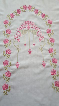 Etamin seccade Embroidery Motifs, Bargello, Cross Stitch, Crochet, Embroidered Towels, Cross Stitch Embroidery, Throw Pillows, Cross Stitches, Embroidery Ideas