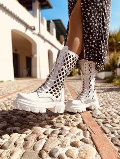 Stivali Donna Estivi Bianchi in Pelle Traforati con Lacci - KikkiLine Bohemian Boots, Italy, Zapatos, Italia