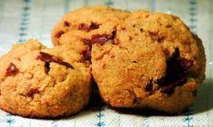 Biscotti con gocce di cioccolato senza zucchero (e senza farina)
