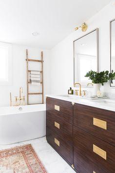 Modern Classic Bathroom - Studio McGee - Home Decoration - Interior Design Ideas Bathroom Red, Small Bathroom, Master Bathroom, Red Bathrooms, Better Bathrooms, Rental Bathroom, Bathroom Canvas, Remodel Bathroom, Studio Mcgee