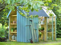 Tondeuse, outils, vélos, tables et chaises… Le matériel et les accessoires pour le jardin ont vite fait de s'accumuler et d'encombrer votre garage ou votre entrée. Il est temps d'investir dans un abri de jardin !  24 abris pour votre jardin : En bois, en PVC ou en métal, avec ou sans plancher, une ou plusieurs portes… Un abri de jardin peut prendre plusieurs formes, à vous d'opter pour celle qui vous convient le mieux.
