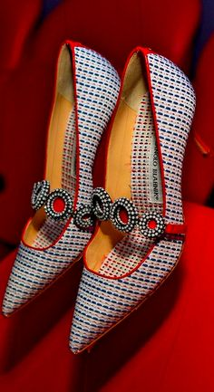 Women& Shoes for Spring - Manolo Blahnik Shoes 2014 - Pretty Designs Pretty Shoes, Beautiful Shoes, Cute Shoes, Me Too Shoes, Fab Shoes, Casual Shoes, Zapatos Manolo Blahnik, Stilettos, High Heels
