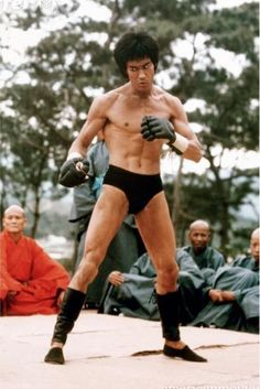 """Bruce Lee Enter The Dragon With Jeet Kune Do Gloves !"""