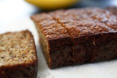 bananabread, banana bread recipes, almonds, bananas, vanilla extract, almond extract, baking, paleo banana, almond flour