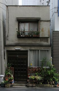 the Tokyo Potted Gardens 513 by TsuyaTsuya Nemury Japanese Buildings, Japanese Architecture, Architecture Details, Interior Architecture, Classical Architecture, Asian House, Aesthetic Japan, Building Structure, Environment Concept Art