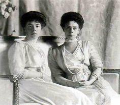 Великая княгиня Ксения Александровна с сестрой Великой княгиней Ольгой Александровной #tsarevna #duchess #princess