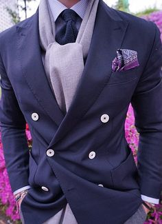If you are in the market for brand new men's fashion suits, there are a lot of things that you will want to keep in mind to choose the right suits for yourself. Below, we will be going over some of the key tips for buying the best men's fashion suits. Fashion Mode, Moda Fashion, Suit Fashion, Fashion Trends, Fashion Styles, Fashion Photo, Style Fashion, Style Gentleman, Gentleman Mode