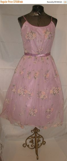 This is a gorgeous Summer cocktail party dress, which will work well for those in tropical climates this holiday season! 50s vintage fit and flare, mad men, waldorf, Audrey Hepburn, southern belle, Hollywood Regency, wedding attire, maid of honor, pin up, Marilyn Monroe, party dress is todays size 6, 38 bust, 30 waist, free hips. Excellent condition. Tulle, satin and lavender floral print chiffon overlay complete the debutante or garden party look! Perfect for a holiday resort, Winter…