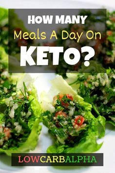 How many meals a day on keto ? Some people swear by three square meals a day while others prefer five or six small meals. And while similar diets such as the frown upon snacking throughout the day, some have found success eating small snacks. Ketogenic Diet Plan, Ketogenic Diet For Beginners, Atkins Diet, Ketogenic Recipes, Diet Recipes, Banting Recipes, Ketosis Diet, Ketogenic Lifestyle, Carbohydrate Diet