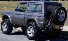 Bronco Photo documented frame off restoration, (Look underneath this Truck!) Pro built Ford with tons of low end torque, freshly. Ford Bronco Concept, Old Ford Bronco, Bronco Truck, Ford Ranger Truck, Bronco Ii, Early Bronco, Lifted Ford Trucks, Ford Bronco Lifted, 4x4 Trucks