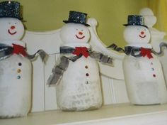 Would be cute to make one with  string of twinkle lights in it for the kitchen. Mason Jar Snowmen
