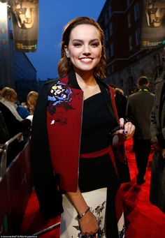 Stunner: Star Wars beauty Daisy Ridley opted to mar smart with casual as she dazzled in ch...