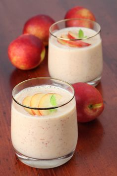 This Peaches and Crème #Shakeology recipe blends together #VanillaShakeology, peaches, and just a touch of lemon juice to make an incredible shake! | | BeachbodyBlog.com
