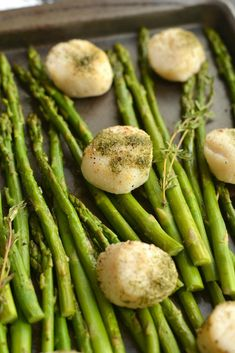 Herb Baked Scallops and Asparagus – Sizzlefish How To Bake Scallops, Scallops And Asparagus Recipe, Asparagus Recipes Oven, Asparagus Dishes, Baked Scallops, Baked Asparagus, Salmon And Asparagus, Salmon Dishes, Fish Dishes