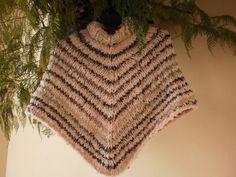 Ravelry: Poncho Infantil pattern by Trico Sem Costura Ravelry, Kids Poncho, Knitted Poncho, Children's Poncho, Knitting Designs, Knitting Ideas, Shawls And Wraps, Mantel, Knit Crochet