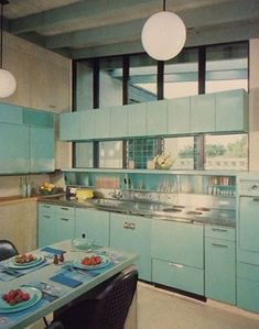 6 mid-century modern kitchens that we love. Click on the image to see them!