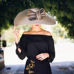 Elegantísima @invitada_perfecta A la venta en @salo_madrid Claudio Coello 109 #sisterstocados