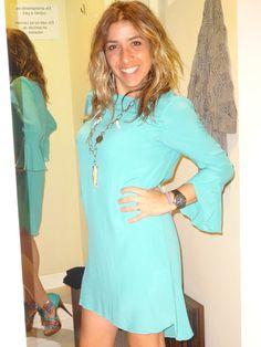 Ya estoy lista!! Este vestido azul turquesa es ideal para el momento.