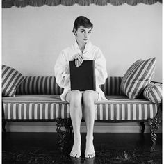 vintage everyday: Intimate Pictures of Young Starlet Audrey Hepburn at Home in Beverly Hills, 1953 Audrey Hepburn Born, Audrey Hepburn Photos, Lauren Bacall, Classic Hollywood, Old Hollywood, Beverly Hills, Roman Holiday, Cary Grant, Foto Pose