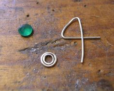 etsy metal: How to make a simple wire claw / prong setting.