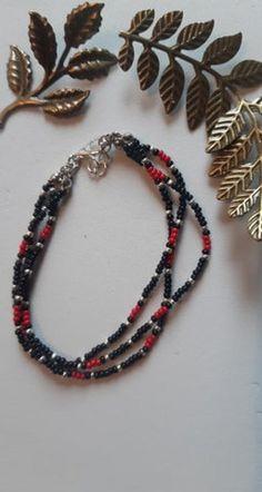 Braccialetto fatto di perline di vetro | Etsy Beaded Bracelets, Etsy, Jewelry, Fashion, Moda, Jewlery, Jewerly, Fashion Styles, Pearl Bracelets