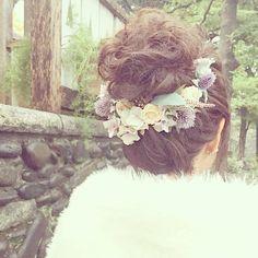 お団子ヘアのポイントは3つ♡〔高い位置×くしゅくしゅ感×お花飾り〕が可愛い花嫁ヘアアレンジ9選♡ | marry[マリー]