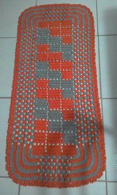 Crochet Tshirt - How to Hook Rugs. Crochet Table Mat, Crochet Table Runner Pattern, Crochet T Shirts, Rug Hooking, Doilies, Baby Knitting, Crochet Projects, Free Crochet, Bohemian Rug