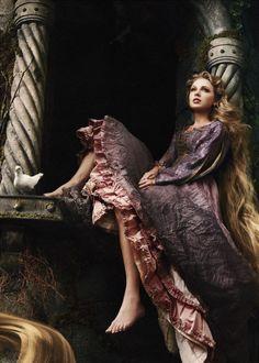 Taylor Swift as Princess Rapunzel for Disney Dream Portrait by Annie Leibovitz Art Magique, Bild Tattoos, Princess Photo, Annie Leibovitz, Fantasy Photography, Mori Girl, Princesas Disney, Taylor Swift, Character Inspiration