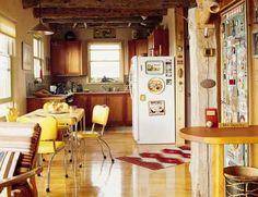 comedor cocina my bien distribuido, en amarillo y madera