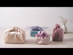 Many people believe that there is a magical formula for home decoration. You do things… Japanese Gift Wrapping, Japanese Gifts, Gift Wrapping Clothes, Gift Wrapping Techniques, Bussines Ideas, Beast Wallpaper, Paper Rosettes, Diy Gift Box, Diy Crafts For Gifts
