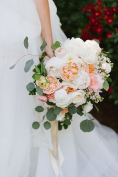 garden rose + eucalyptus bouquet | Natalie Franke #wedding