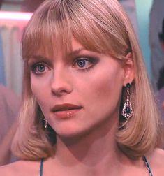 In De Palma's Scarface. Michelle Pfeiffer Scarface, Elvira Hancock, Celebrity Beauty, Hair Inspo, Pretty Woman, Pretty People, Berry, Blonde Hair, Makeup Looks