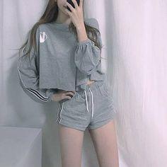 Korean Fashion Trends you can Steal – Designer Fashion Tips Kpop Fashion Outfits, Edgy Outfits, Korean Outfits, Cute Casual Outfits, Pretty Outfits, 80s Fashion, Street Fashion, Korean Girl Fashion, Ulzzang Fashion