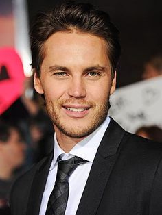 Taylor Kitsch (Riggins)... yes please!
